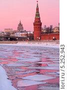 Купить «Закатный вид на Водовзводную башню и Московский Кремль,  Россия», фото № 5252943, снято 27 января 2013 г. (c) Николай Винокуров / Фотобанк Лори
