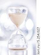 Купить «песочные часы крупным планом», фото № 5254027, снято 14 августа 2013 г. (c) Андрей Попов / Фотобанк Лори