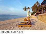Лежаки на пляже у моря (2013 год). Стоковое фото, фотограф Лукманов Виталий / Фотобанк Лори