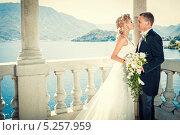 Купить «Свадьба на берегу», фото № 5257959, снято 10 августа 2013 г. (c) Raev Denis / Фотобанк Лори