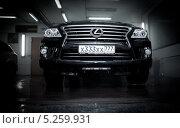 Автомобиль Лексус (Lexus) на автомойке номер х333хх. Редакционное фото, фотограф Петров Игорь Алексеевич / Фотобанк Лори