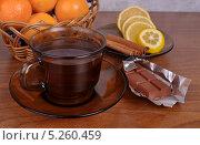 Чай и шоколадный батончик. Стоковое фото, фотограф Лариса К / Фотобанк Лори