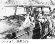 Купить «Счастливый обладатель автомобиля ВАЗ-2103. 1973 год», эксклюзивное фото № 5260579, снято 26 апреля 2018 г. (c) Евгений Мухортов / Фотобанк Лори