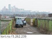 Купить «Старые гаражи в Москве», эксклюзивное фото № 5262239, снято 21 апреля 2012 г. (c) Алёшина Оксана / Фотобанк Лори