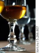 Бокалы с напитками. Стоковое фото, фотограф Вячеслав Сапрыкин / Фотобанк Лори