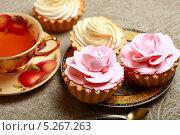 Купить «Пирожные и чай», эксклюзивное фото № 5267263, снято 11 ноября 2013 г. (c) Яна Королёва / Фотобанк Лори