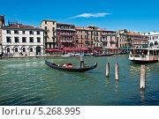 Гондола на Большом канале. Венеция. Италия. (2013 год). Редакционное фото, фотограф Алла Вовнянко / Фотобанк Лори