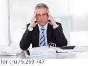 Купить «бизнесмен сидит за столом над папкой с документами и напряженно думает», фото № 5269747, снято 7 апреля 2013 г. (c) Андрей Попов / Фотобанк Лори