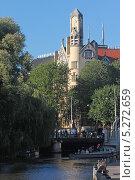 Купить «Нидерланды. Амстердам. Типичный вид канала в центре города», эксклюзивное фото № 5272659, снято 6 октября 2013 г. (c) Александр Тарасенков / Фотобанк Лори