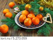 Купить «Мандарины на новогоднем столе», фото № 5273059, снято 15 ноября 2013 г. (c) Надежда Мишкова / Фотобанк Лори