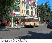 Купить «Старый троллейбус Skoda на ул. Горького в Алуште. HDR», фото № 5273715, снято 19 июня 2012 г. (c) Ельцов Владимир / Фотобанк Лори