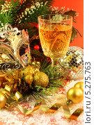 Купить «Новогодняя композиция», фото № 5275763, снято 13 ноября 2013 г. (c) Виктор Топорков / Фотобанк Лори