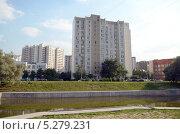 Купить «Пруд в Марьине, Москва», фото № 5279231, снято 20 августа 2013 г. (c) Олег Пчелов / Фотобанк Лори