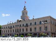 Купить «Здание бывшей мэрии Тбилиси. Грузия», фото № 5281859, снято 3 июля 2013 г. (c) Евгений Ткачёв / Фотобанк Лори