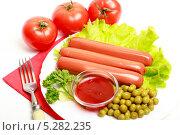 Купить «Сосиски, лист салата, зеленый горошек и кетчуп на белой тарелке», эксклюзивное фото № 5282235, снято 3 ноября 2013 г. (c) Яна Королёва / Фотобанк Лори