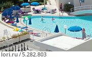Люди в бассейне у отеля на Кипре (2013 год). Редакционное видео, видеограф Кекяляйнен Андрей / Фотобанк Лори