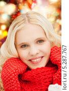 Купить «Красивая юная девушка в яркой зимней одежде», фото № 5287767, снято 2 октября 2011 г. (c) Syda Productions / Фотобанк Лори