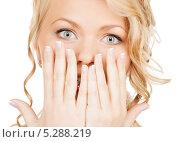 Купить «Удивленная девушка прикрывает лицо руками», фото № 5288219, снято 26 сентября 2009 г. (c) Syda Productions / Фотобанк Лори