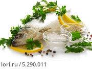 Купить «Вкусная соленая рыба с приправами», фото № 5290011, снято 9 апреля 2013 г. (c) Сергей Молодиков / Фотобанк Лори