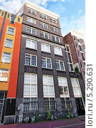 Купить «Типичный для Амстердама дома. Нидерланды», фото № 5290631, снято 19 сентября 2013 г. (c) Vitas / Фотобанк Лори
