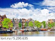 Купить «Амстердам с каналом в центре города, Голландия», фото № 5290635, снято 19 сентября 2013 г. (c) Vitas / Фотобанк Лори