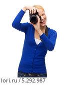 Купить «Красивая молодая блондинка в синем свитере», фото № 5292987, снято 17 октября 2013 г. (c) Syda Productions / Фотобанк Лори