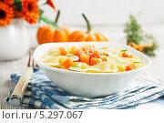 Купить «Фарфалле с тыквой и пармезаном», фото № 5297067, снято 22 ноября 2013 г. (c) Надежда Мишкова / Фотобанк Лори