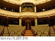 Большой театр, Новая сцена. Царская ложа и пустой зрительный зал, фото № 5297315, снято 7 ноября 2013 г. (c) Валерия Попова / Фотобанк Лори