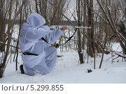 Купить «Охотник в лесу», эксклюзивное фото № 5299855, снято 24 ноября 2013 г. (c) Вероника / Фотобанк Лори