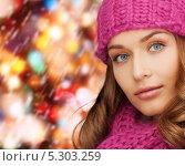 Купить «Красивая девушка с крупными локонами в зимней одежде», фото № 5303259, снято 10 октября 2010 г. (c) Syda Productions / Фотобанк Лори