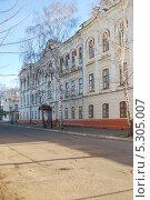 Здание часового завода в Чистополе (2013 год). Редакционное фото, фотограф Сергей Кожин / Фотобанк Лори