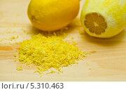 Купить «Лимон и лимонная цедра», фото № 5310463, снято 6 ноября 2013 г. (c) Сурикова Ирина / Фотобанк Лори