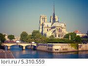Купить «Нотр Дам де Пари, Париж, Франция», фото № 5310559, снято 22 апреля 2011 г. (c) Sergey Borisov / Фотобанк Лори