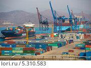Швартовка контейнеровоза (2013 год). Редакционное фото, фотограф Sergey  Kalabin / Фотобанк Лори