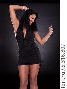 Купить «танцующая брюнетка в вечернем наряде», фото № 5316807, снято 6 апреля 2013 г. (c) Андрей Попов / Фотобанк Лори