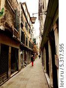 Улица в Венеции (2013 год). Редакционное фото, фотограф Инна Горохова / Фотобанк Лори