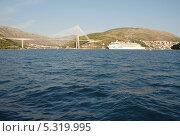 Купить «Мост. Вид с моря», эксклюзивное фото № 5319995, снято 16 сентября 2012 г. (c) Svet / Фотобанк Лори