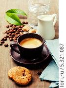 Купить «Чашка кофе, молочник, вода, печенье на деревянном фоне», фото № 5321087, снято 30 мая 2013 г. (c) Наталия Кленова / Фотобанк Лори