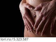 Купить «Руки женщины, втирающей масло в мокрую кожу живота», фото № 5323587, снято 18 февраля 2012 г. (c) Анна Гучек / Фотобанк Лори
