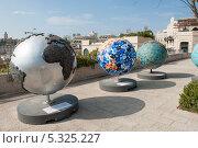 Купить «Глобусы в городе Иерусалиме. Израиль», фото № 5325227, снято 12 ноября 2013 г. (c) Александр Овчинников / Фотобанк Лори
