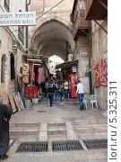 Купить «Улица в городе Иерусалим. Израиль», фото № 5325311, снято 12 ноября 2013 г. (c) Александр Овчинников / Фотобанк Лори