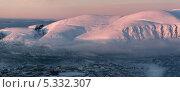 Город Кировск - горнолыжный курорт за Полярным кругом. Вид со склона горы Айкуайвенчорр (2012 год). Стоковое фото, фотограф Марина Коробкова / Фотобанк Лори