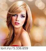 Купить «Протрет блондинки с длинными волосами», фото № 5336659, снято 9 октября 2013 г. (c) Валуа Виталий / Фотобанк Лори