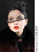 Романтичный ретро-портрет девушки в чёрном под вуалью. Чёрный фон. Стоковое фото, фотограф Николай Мороз / Фотобанк Лори