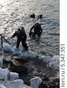 Дайверы выходят после погружения на дно Байкала (2013 год). Редакционное фото, фотограф Виктория Катьянова / Фотобанк Лори