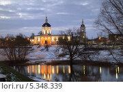 Вид с реки на церковь Михаила Архангела в Коломне (2013 год). Стоковое фото, фотограф Алексей Сергевич / Фотобанк Лори