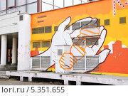 Купить «Граффити на трансформаторной подстанции», эксклюзивное фото № 5351655, снято 21 апреля 2012 г. (c) Алёшина Оксана / Фотобанк Лори