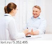 Купить «врач и пожилой мужчина улыбаются во время измерения уровня сахара в крови у пожилого мужчины», фото № 5352495, снято 12 октября 2013 г. (c) Syda Productions / Фотобанк Лори