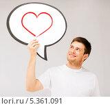 Купить «улыбающийся мужчина со словесным пузырем с сердцем в нем», фото № 5361091, снято 6 июня 2013 г. (c) Syda Productions / Фотобанк Лори