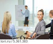 Купить «деловая девушка со своими коллегами на презентации в офисе», фото № 5361383, снято 9 ноября 2013 г. (c) Syda Productions / Фотобанк Лори